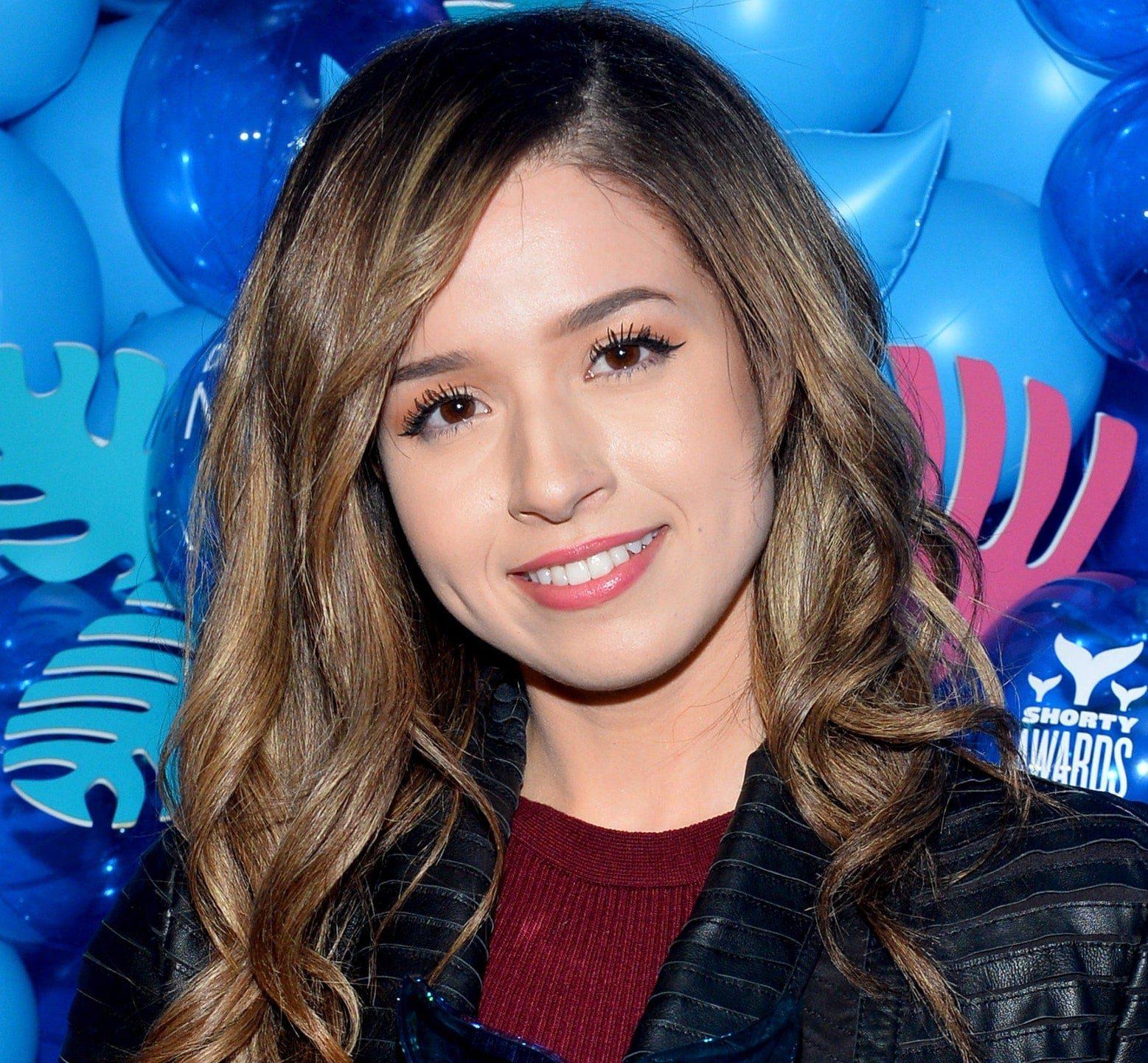20 Hottest Girls On Twitch | Popular Twitch Girl Streamers